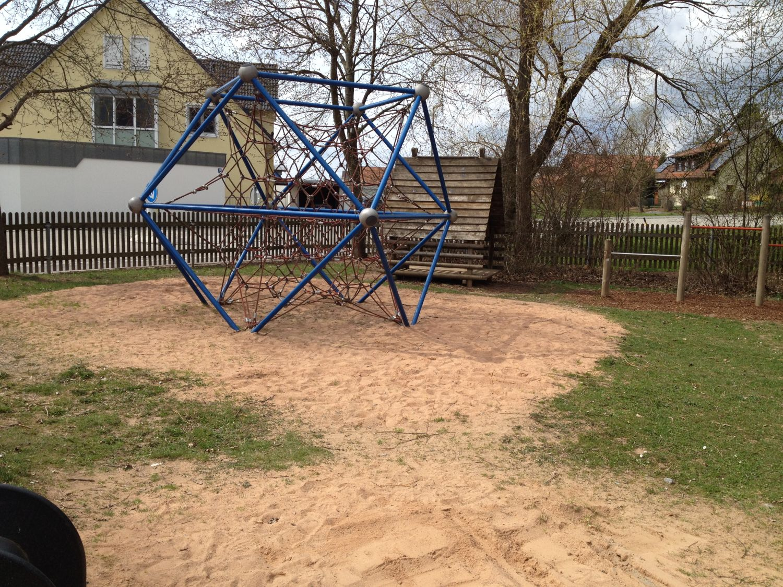 Klettergerüst Mit Sandkasten : Gemeinde irchenrieth spielplätze